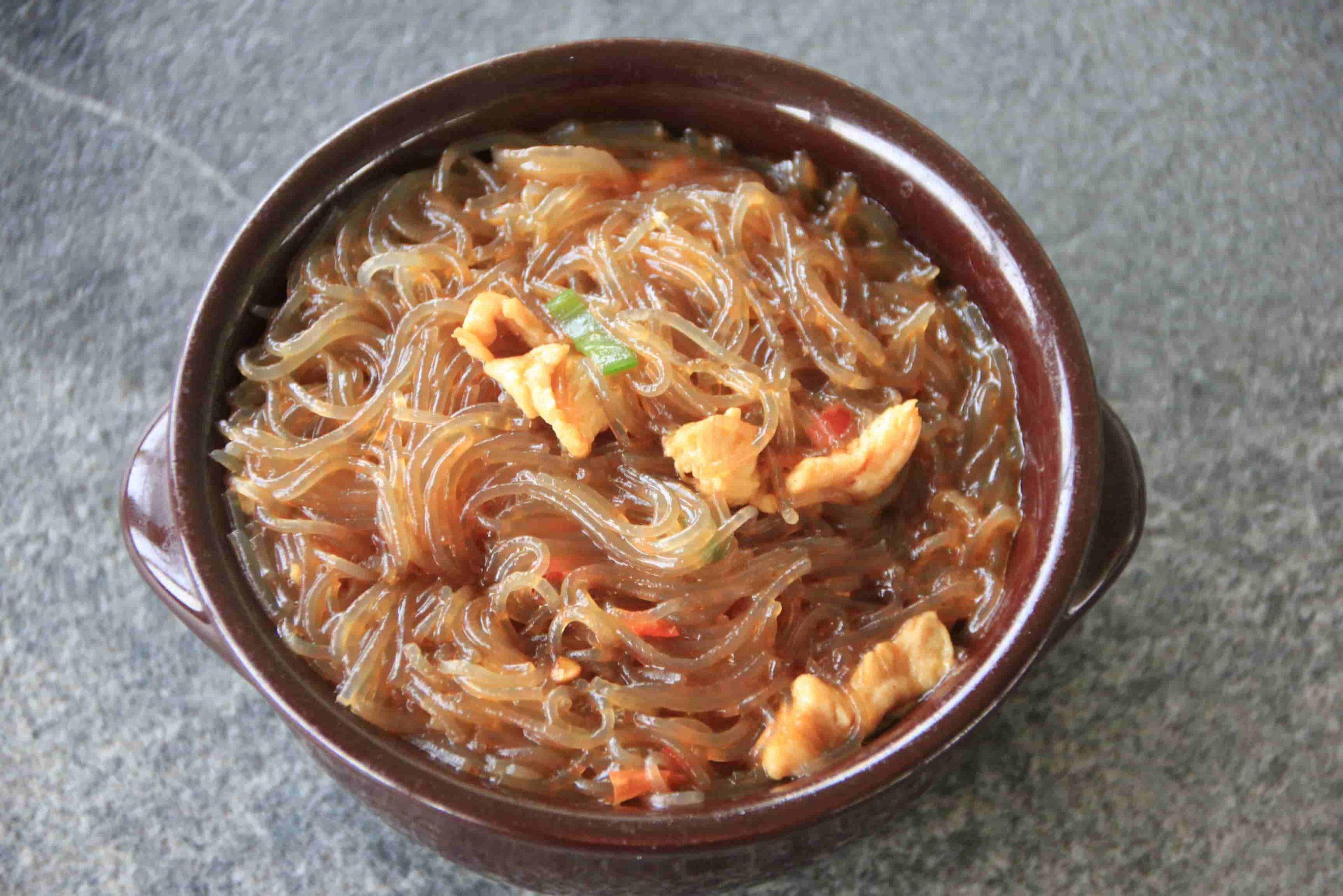 S6 Spaghetti di soia con carne*