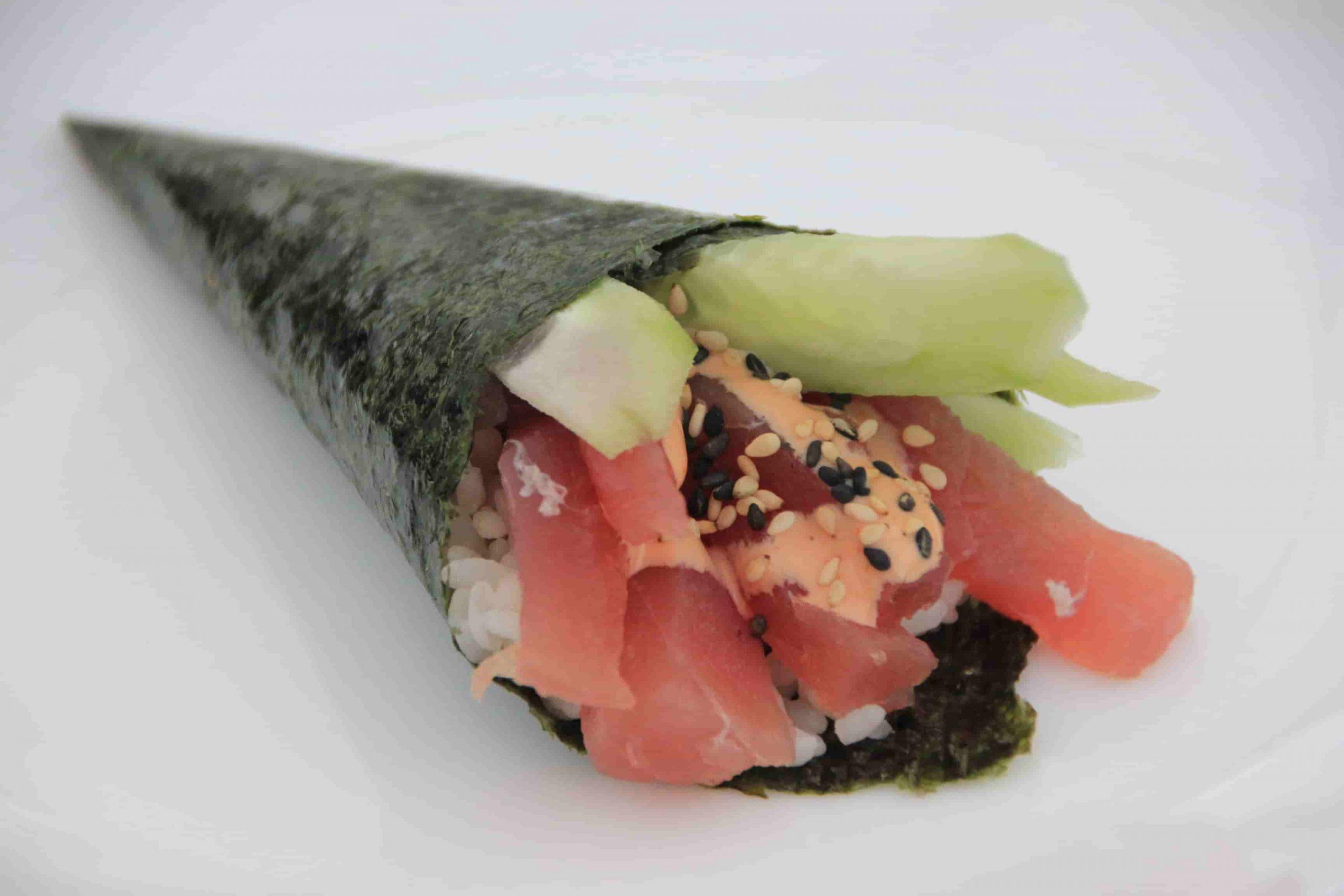 T6 Temaki spicy tuna